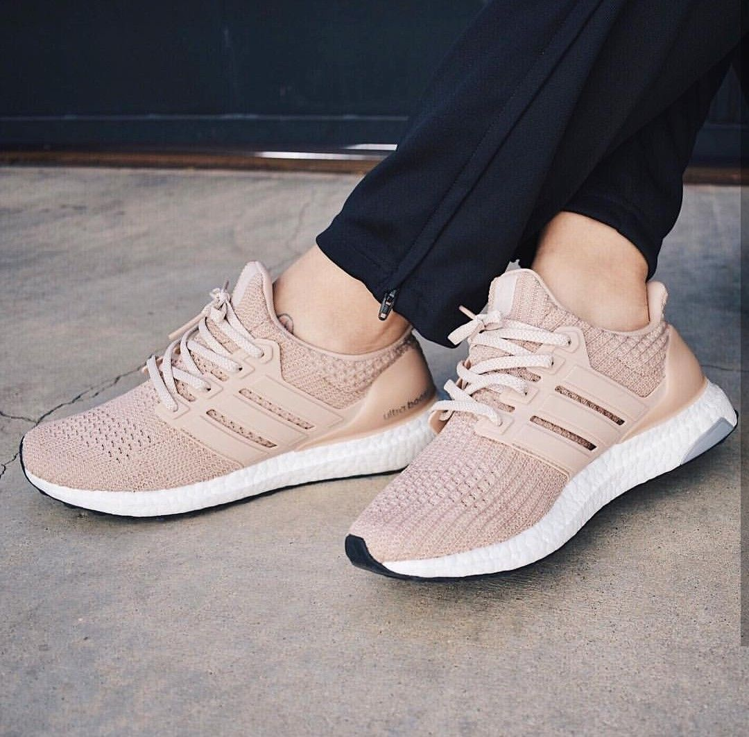 adidas Originals Ultra Boost in beige Foto: dianakmir