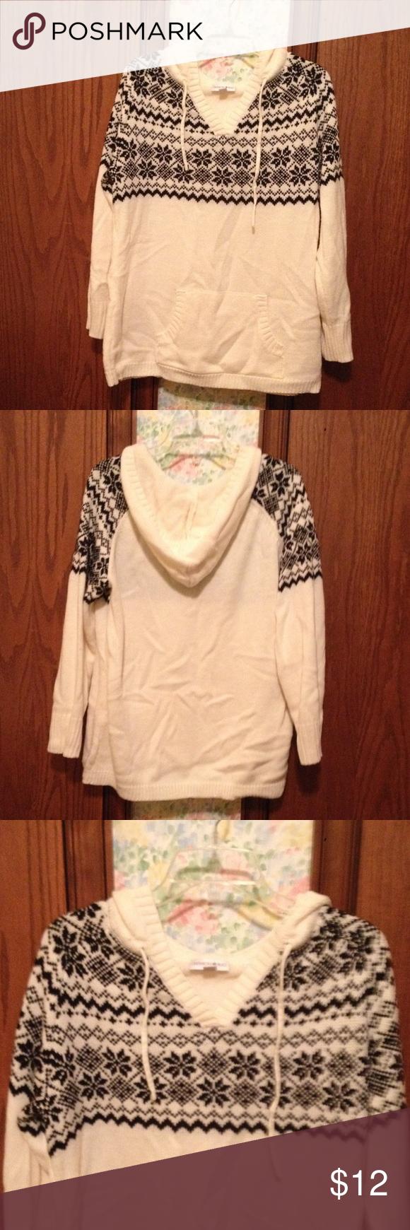 Hooded V-Neck Sweater White hooded v-neck sweater with black ...