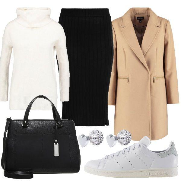 Longuette nera abbinata a maglione a collo alto color avorio e cappotto  corto color cammello. c6ec62cf61b