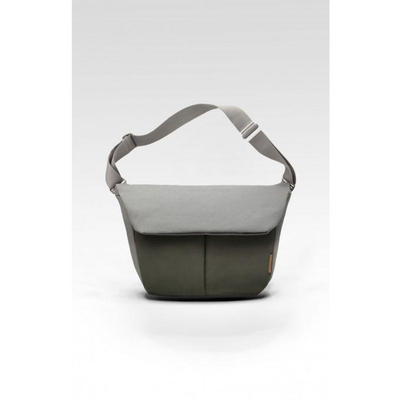 Cote&ciel コートエシエル spree Messenger (Olive/Grey 15inchi) バッグ  コートエシエル スプリーメッセンジャー(オリーブ/グレー)  レギュラー:15インチ  あなたのオフィスでの必需品、また個人的な所有物の優れたお供。2つのフロントポケット、幅のあるメインの仕切り、そして パッド付きラップトップポーチを有するメッセンジャーバッグはモダンな旅行に適したツールの1つです。