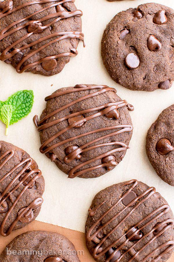 Vegan Triple Chocolate Peppermint Cookies (V, GF, DF): an easy recipe for decadent, soft-baked peppermint cookies bursting with chocolate. #Vegan #GlutenFree #DairyFree #OatFlour | BeamingBaker.com