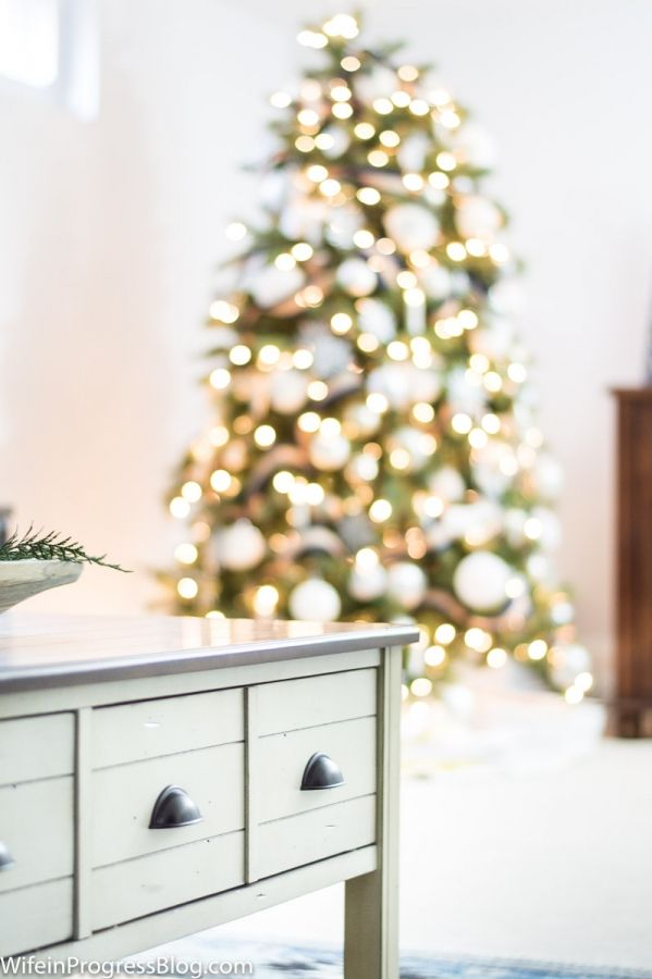 34 Home Decor Bloggers Share Christmas Ideas For The Home Elegant - simple christmas decorating ideas