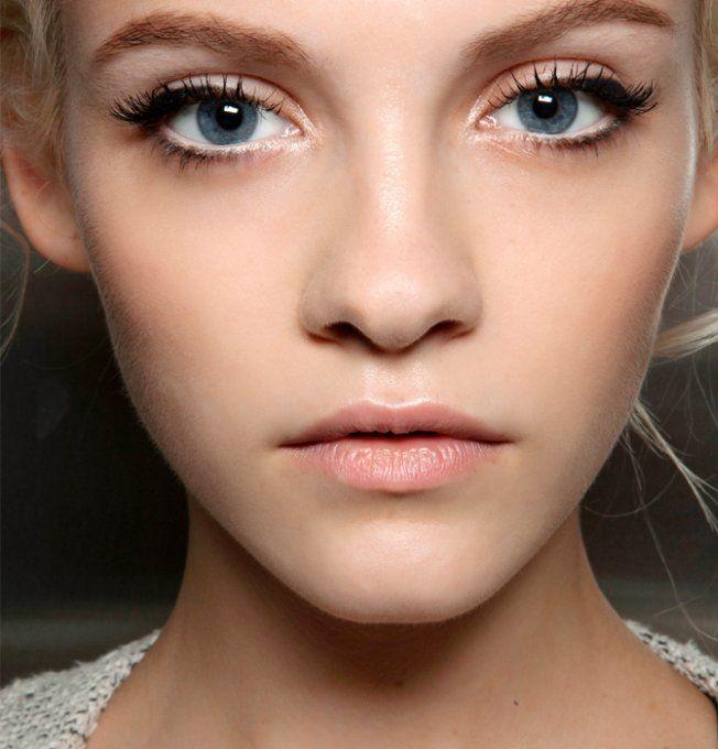 Super 40 idées de maquillage de Noël inspirées des défilés  VH04