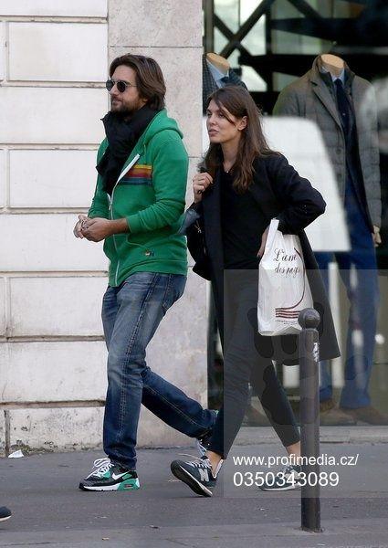 Charlotte Casiraghi et Dimitri Rassam se promčnent dans Saint Germain des  Pres avant de rentrer a leur nouveau domicile commun.