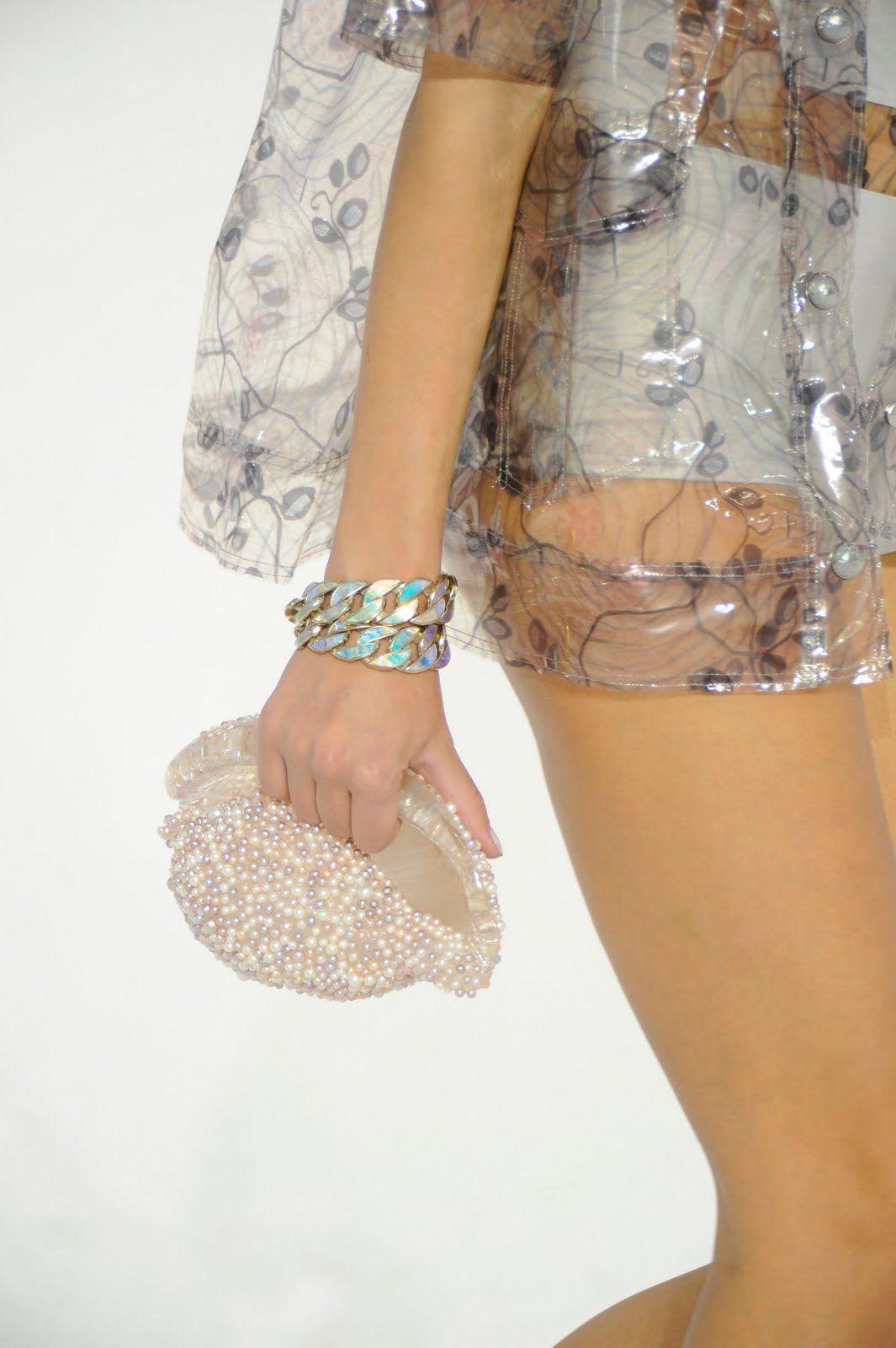 dress - Shell chanels clutch video