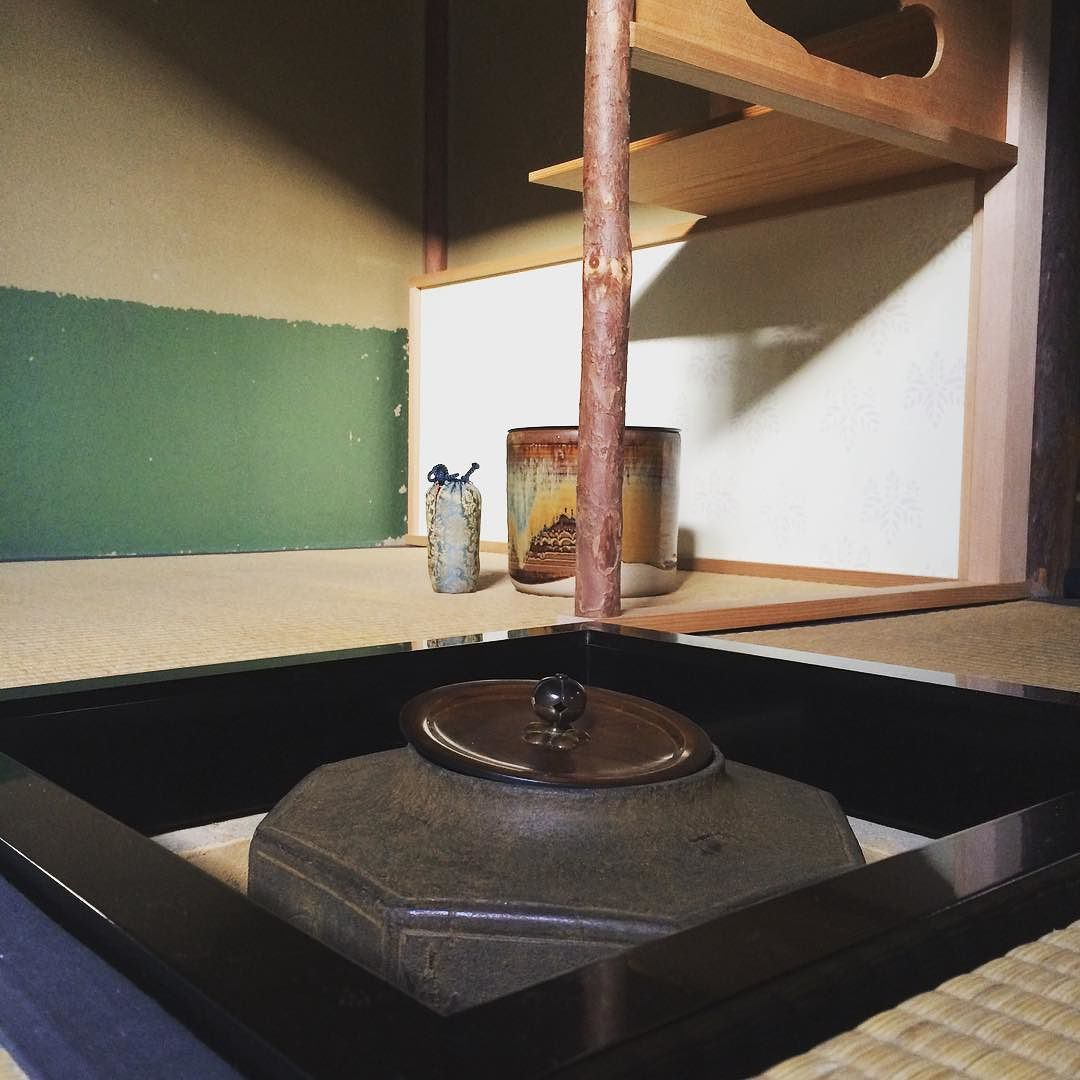 Back to the sunken hearth for winter.  Weekly Saturday practice in Kyoto.  #warriortea #teaceremony #riteoftea #tea #kyoto #武家茶道 #茶道 #稽古