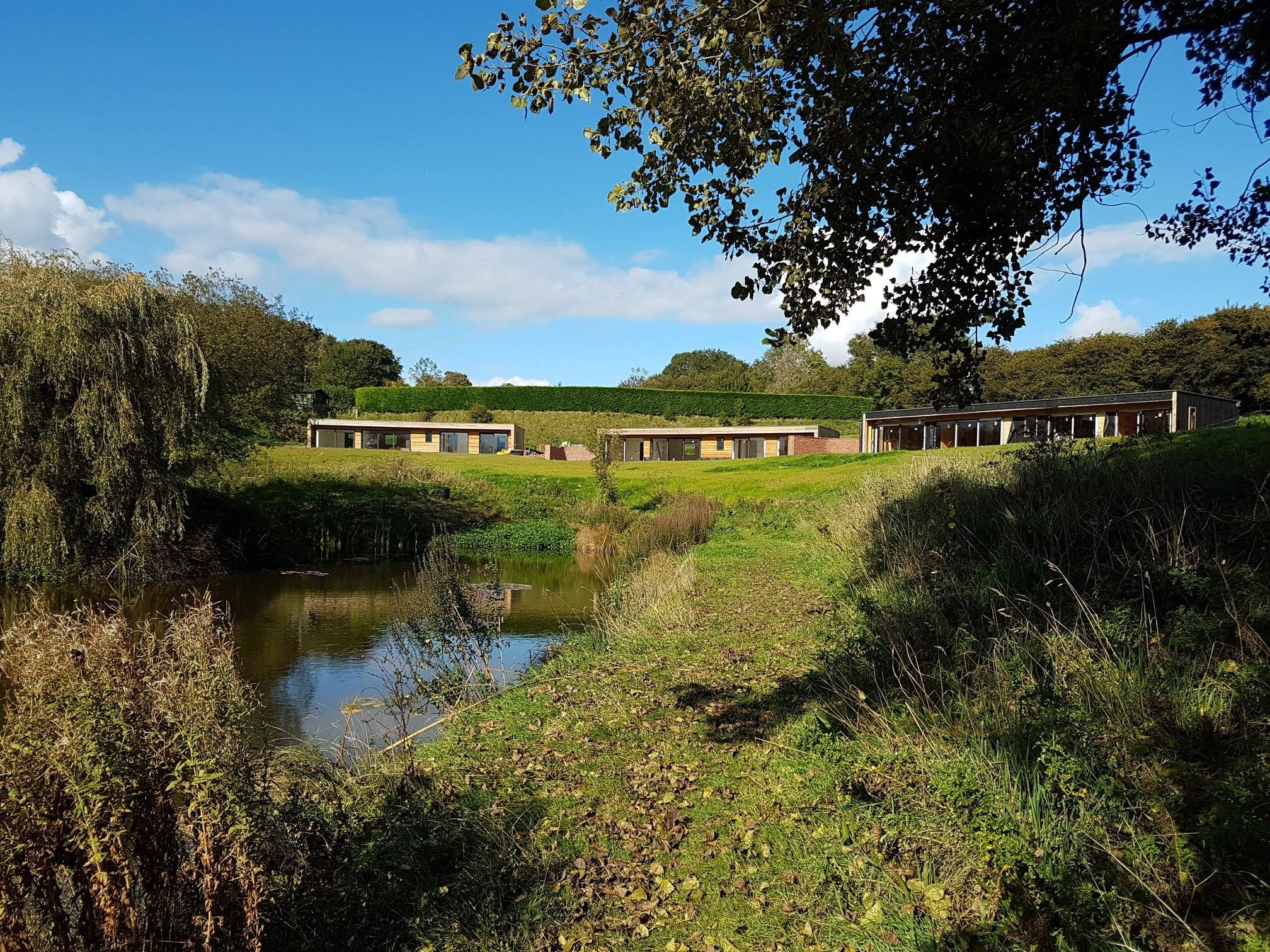 West Pitt Lakes Lodges Whitnage Tiverton Devon England Contempory Lodges Contempory Architecture Self Cateri Devon Cottages Holiday Cottage Lake Lodge