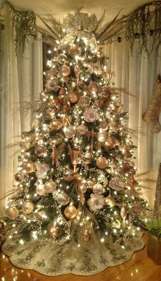 idee per decorare un albero di natale dorato