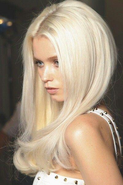 Long Platinum Perfection ブロンドヘアカラー トレンドヘア 美髪
