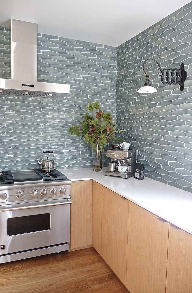 Decorate Your Home With Different Types Of Tiles Pictures And Trending S Contemporary Kitchen Tiles Contemporary Kitchen Backsplash Modern Kitchen Backsplash