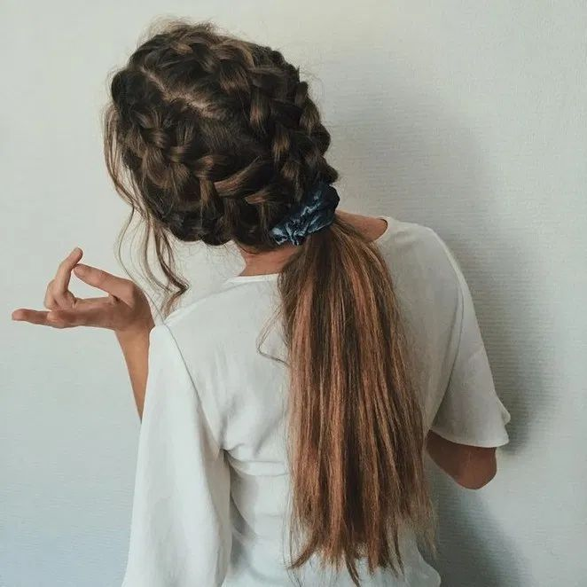 My friend did this hairdo on me and i loved it!!!! in 2020   Headband hairstyles, Effortless hairstyles, Hair styles