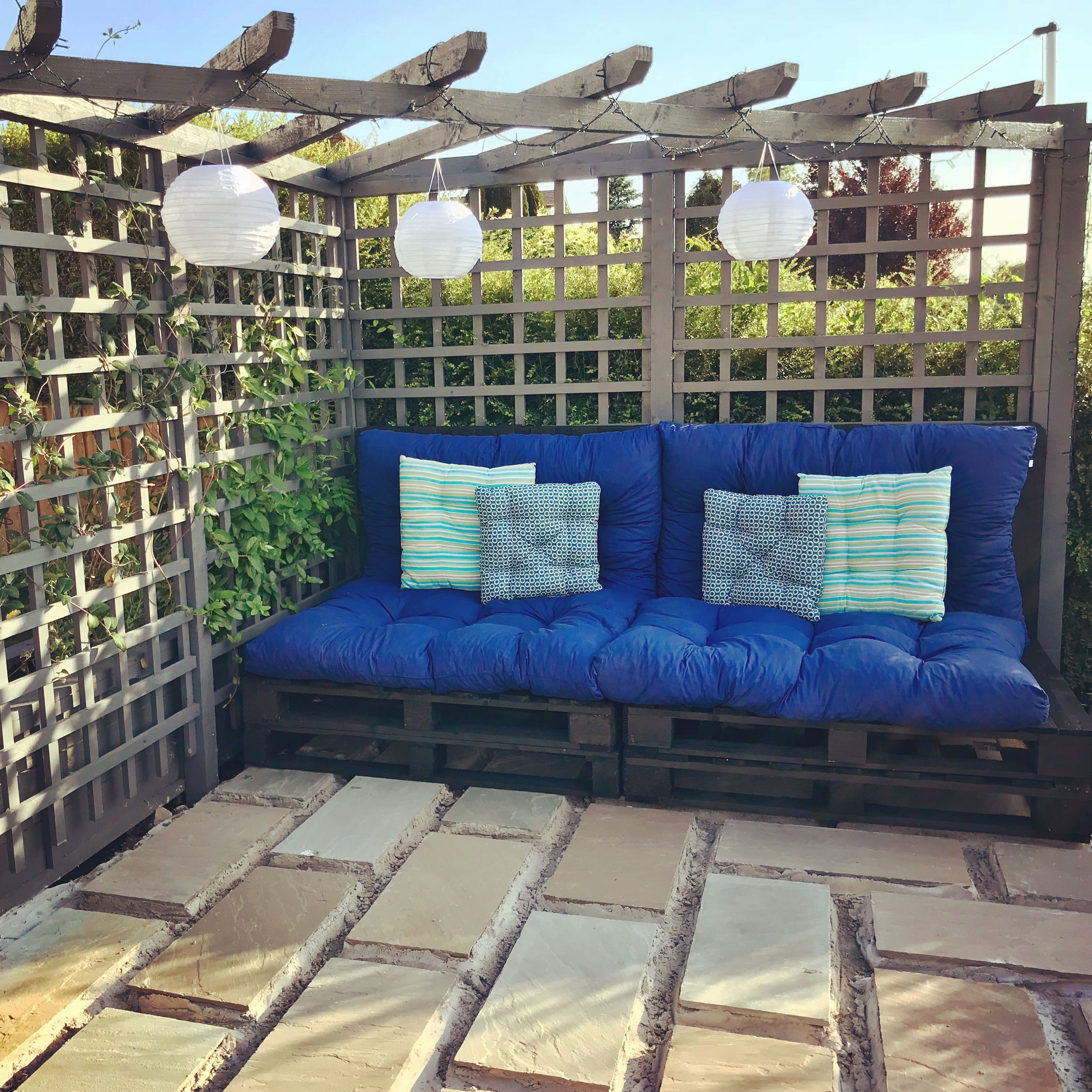 Pallet Sofa Made From Uk Size Pallets 4 Seat Dajar Cushions Used To Fit This