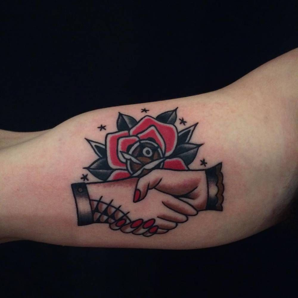 Red rose and handshake tattoo on the right inner arm. | Tatuajes en ...
