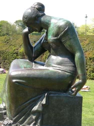 Aristide maillol douleur jardin du carroussel paris i for Statue moderne jardin