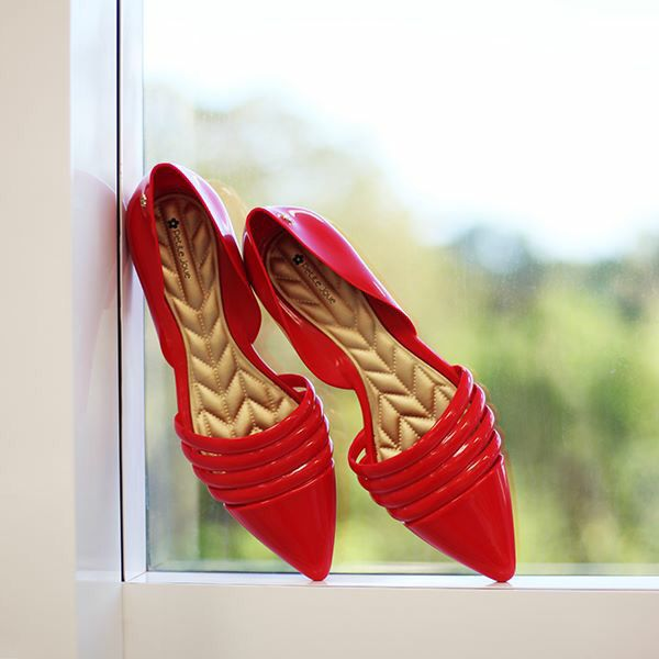 Gorgeous pointed pumps by Petite Jolie. Red & gold