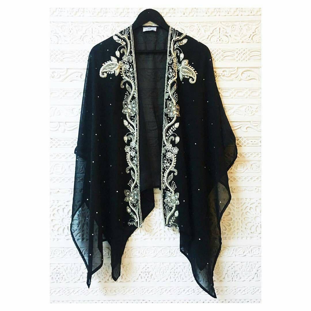 قطع ملابس ب لمسات مغربية البلدي المغربي يمتزج مع اللباس العصري Regrann From Kaftanqueen Cape Ngcollectio Moroccan Caftan Women S Top Kimono Top
