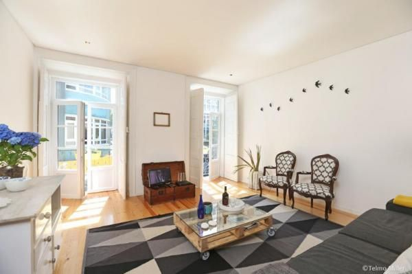 Appartement lumineux, moderne et de haut standing situé à seulement 50m² de Avenida da Liberdade, l'avenue la plus exclusive et luxueuse de Lisbonne.