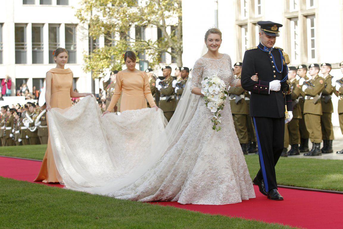 Serie Mariage Princier Guillaume Et Stephanie De Luxembourg Royal Wedding Dress Wedding Dress With Veil Bridal Dresses [ 768 x 1152 Pixel ]