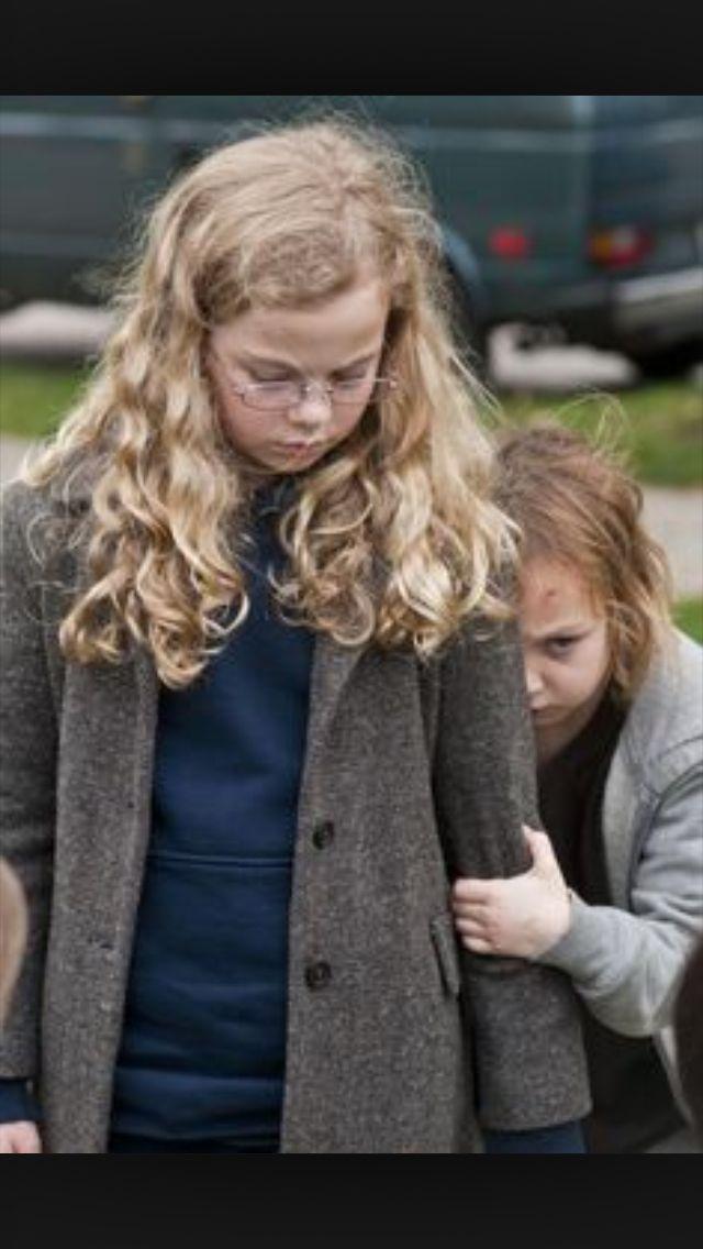 One Of The Best Scenes In Mama Megan And Isabelle Película De Terror Dos Niñas Caras