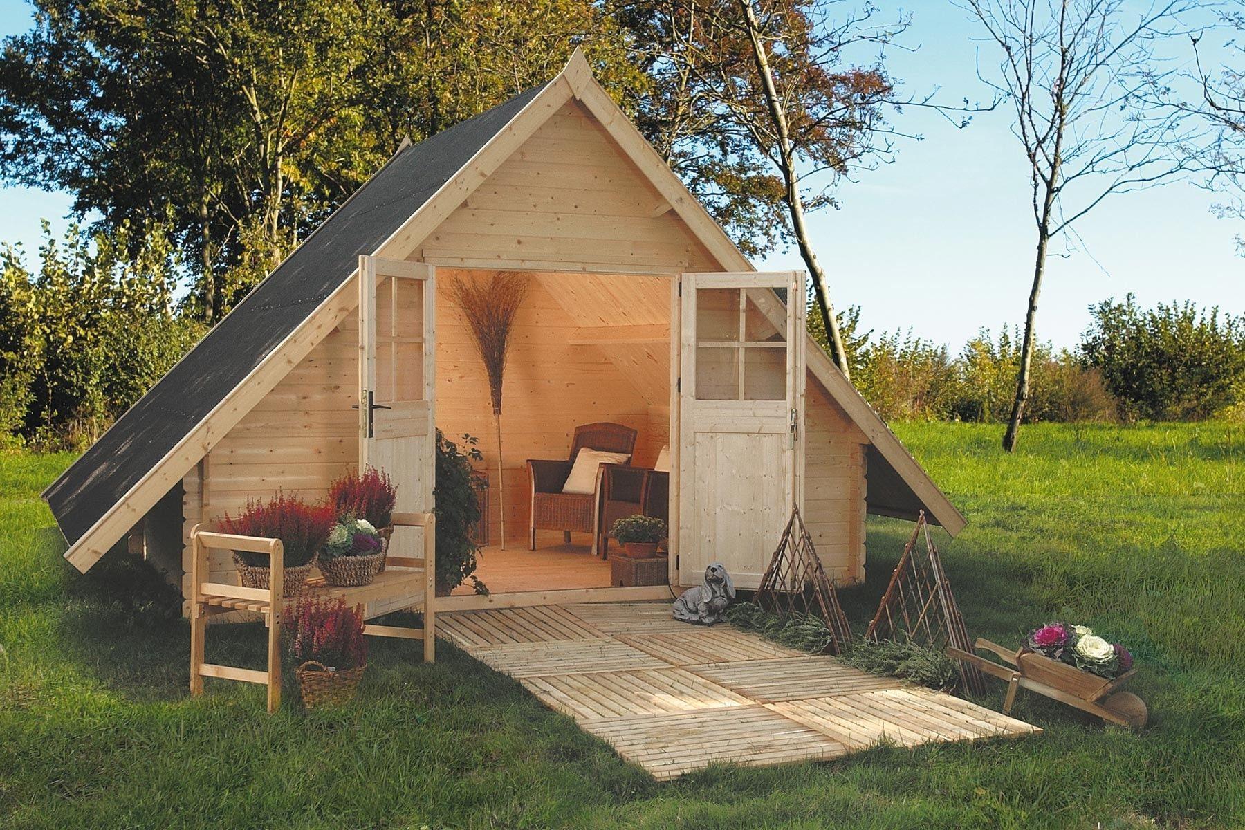 Dax la pyramide dans le jardin des abris et cabanes de for Cabanon en bois de jardin