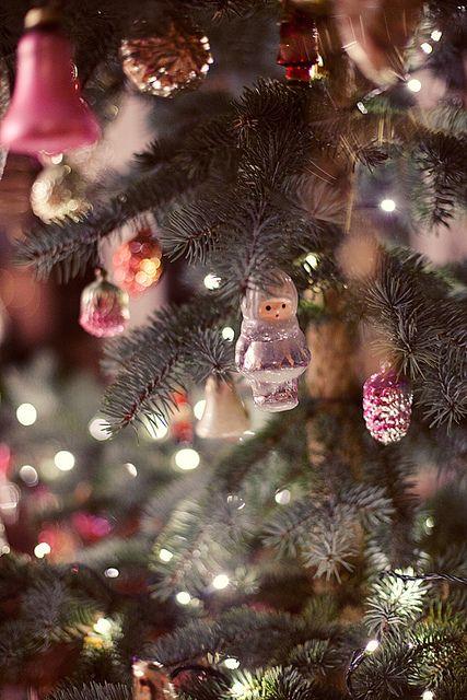 My Christmas Tree by loretoidas, via Flickr  Pretty