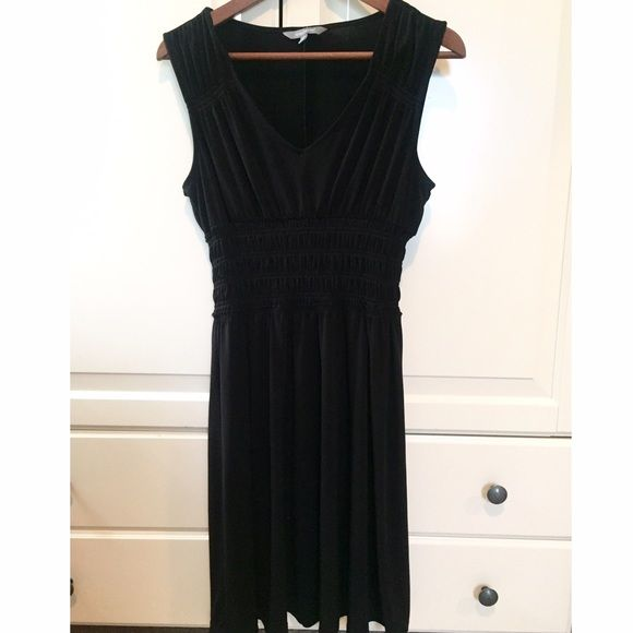Daisy Fuentes Black Scrunched Empire Waist Dress Very flattering little black dress, perfect length for work. Size medium. Elastic detail at waist and shoulders. Daisy Fuentes Dresses