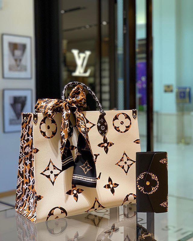 Chanel At Paris Fashion Week Spring 2004 Bags Designer Chanel Handbags Chanel Bag
