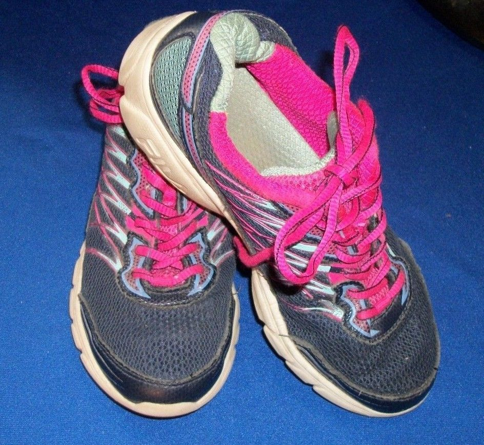 Fila Size 4 Women s RN 91175 Pink And Gray Cross Trainer Athletic Shoe   FILA  Trainers b7f9f00f4