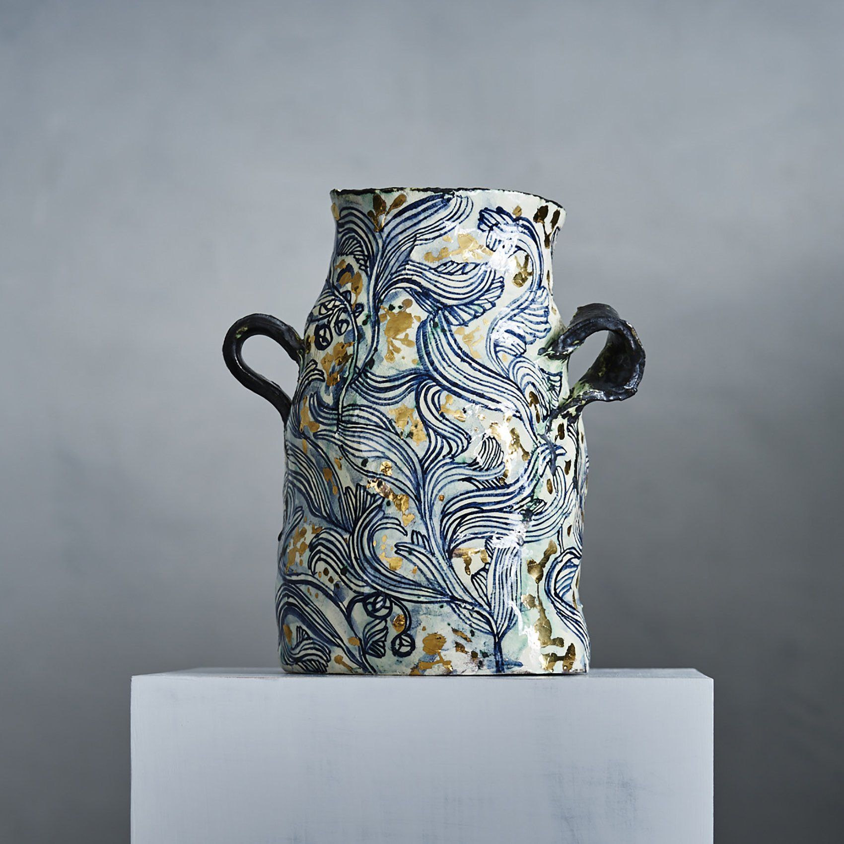 A Ceramicist And Painter From Johannesburg South Africa Hoffman Has Been Working With Ceramics For The Past 20 Years Utlizing The T Vase Ceramic Vase Ceramics