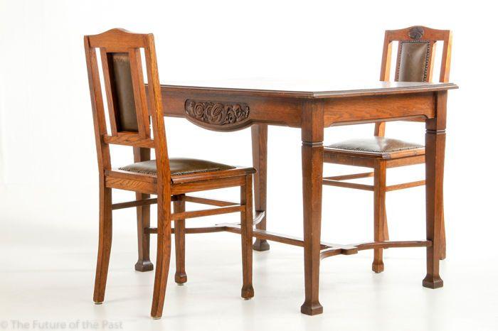 Art Deco Kuipstoelen.Onbekende Ontwerper Eikenhouten Eettafel Met Twee Stoelen