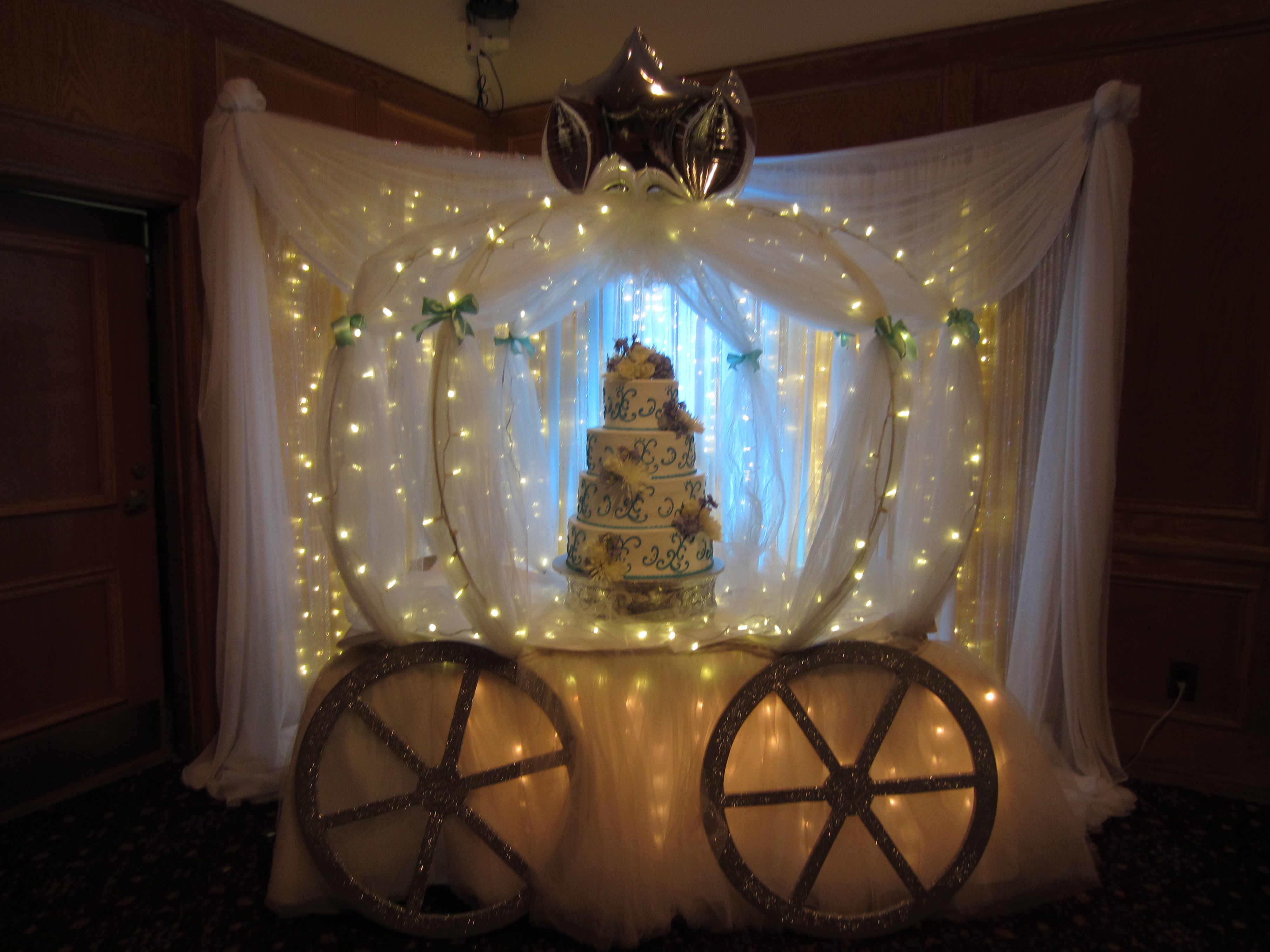Pretty Cake Inside A Cinderella Carriage Put Together By A Special