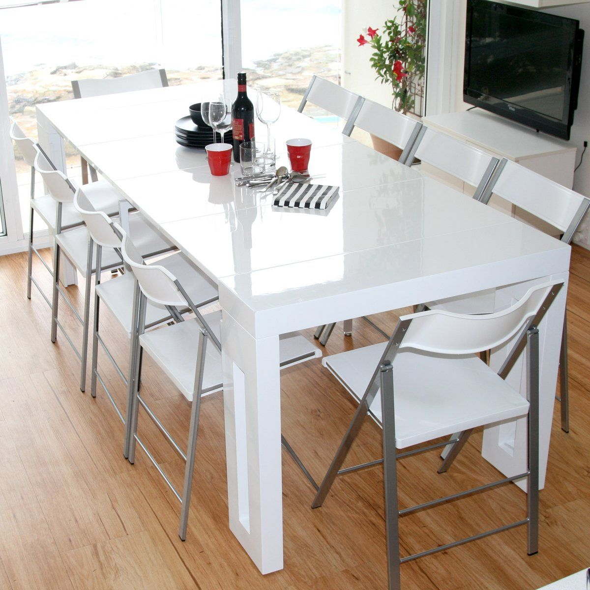 20 SpaceSaving Dining Tables for Your Apartment Space