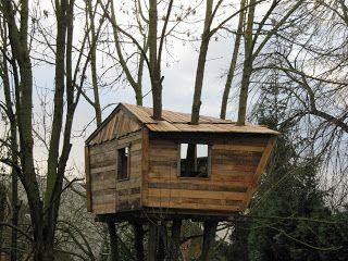 Beautiful Tree Hut Made From Pallets Mi Casa Jardines Casas