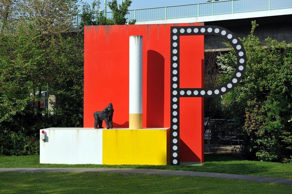 Torsten Slama: Herbert-Bayer-Zigarettenkiosk/Atomskulptur, Skulpturenpark Köln