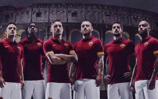 La Roma presenta la nuova maglia firmata Nike e i tifosi reagiscono così #roma #maglia #calcio #seriea
