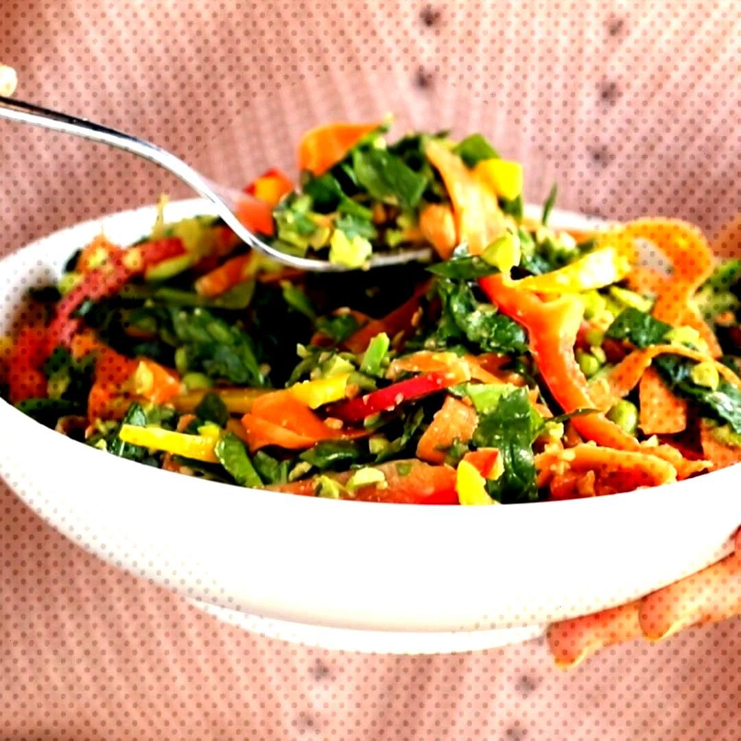 Chopped Thai Salad with Sesame Garlic Dressing is THE BEST! A rainbow of power veggies with a yummy