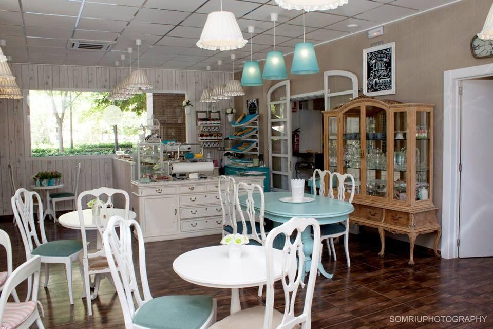 La peque a pasteler a de mam valencia bakeries more - Decoracion de cafeterias pequenas ...
