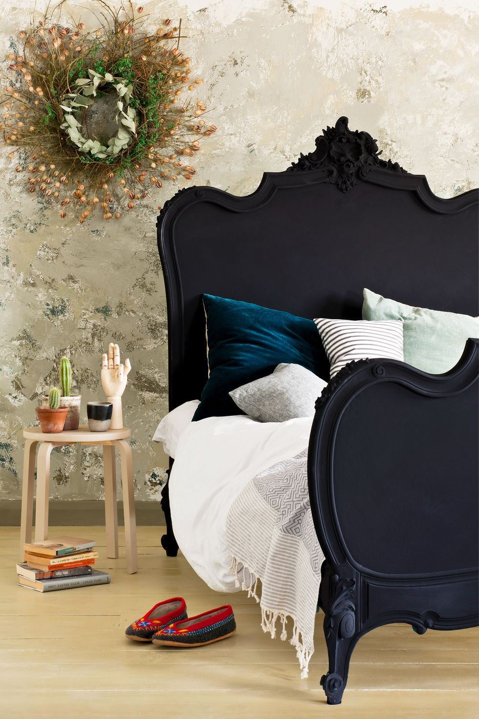 12 Pretty Chalk Paint Colors And Ideas To Try Yourself Baroque Bed Black Chalk Paint Painted Beds