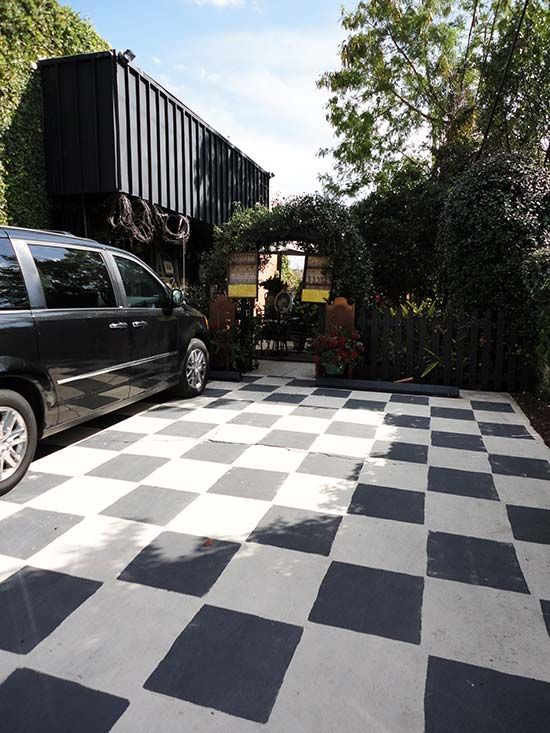 Exterior Driveway Of Robyn Story Designs In Tampa Fl