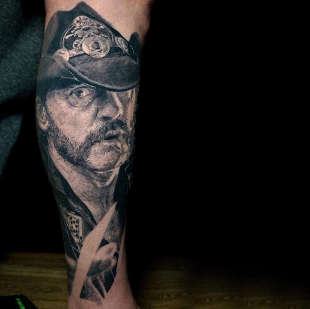 #lemmy #tätowiermagazin #tattoolife #inkmagazine #blackandwhite #blackandgreytattoo #realistictattoo #leg #winterthur #portrait #portraittattoo#swissink #freibeuter_tattoo #freibeutertattoo #zürichtattoo #tattoo #ink  #swissink #basel #bern #schaffhausen #konstanz #realisticart #blackngrey #tattooshop #tattooartist #winti #tattoos