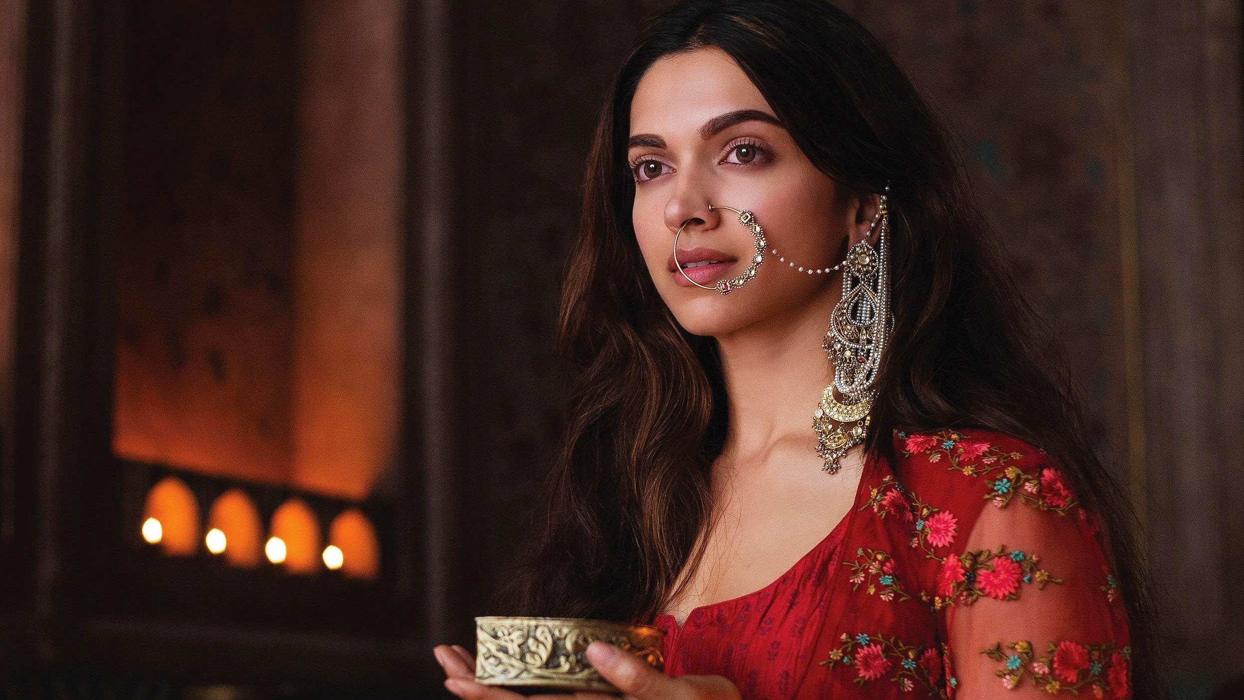 Pin by Venu on Deepika padukone in 2020 | Beautiful indian ...