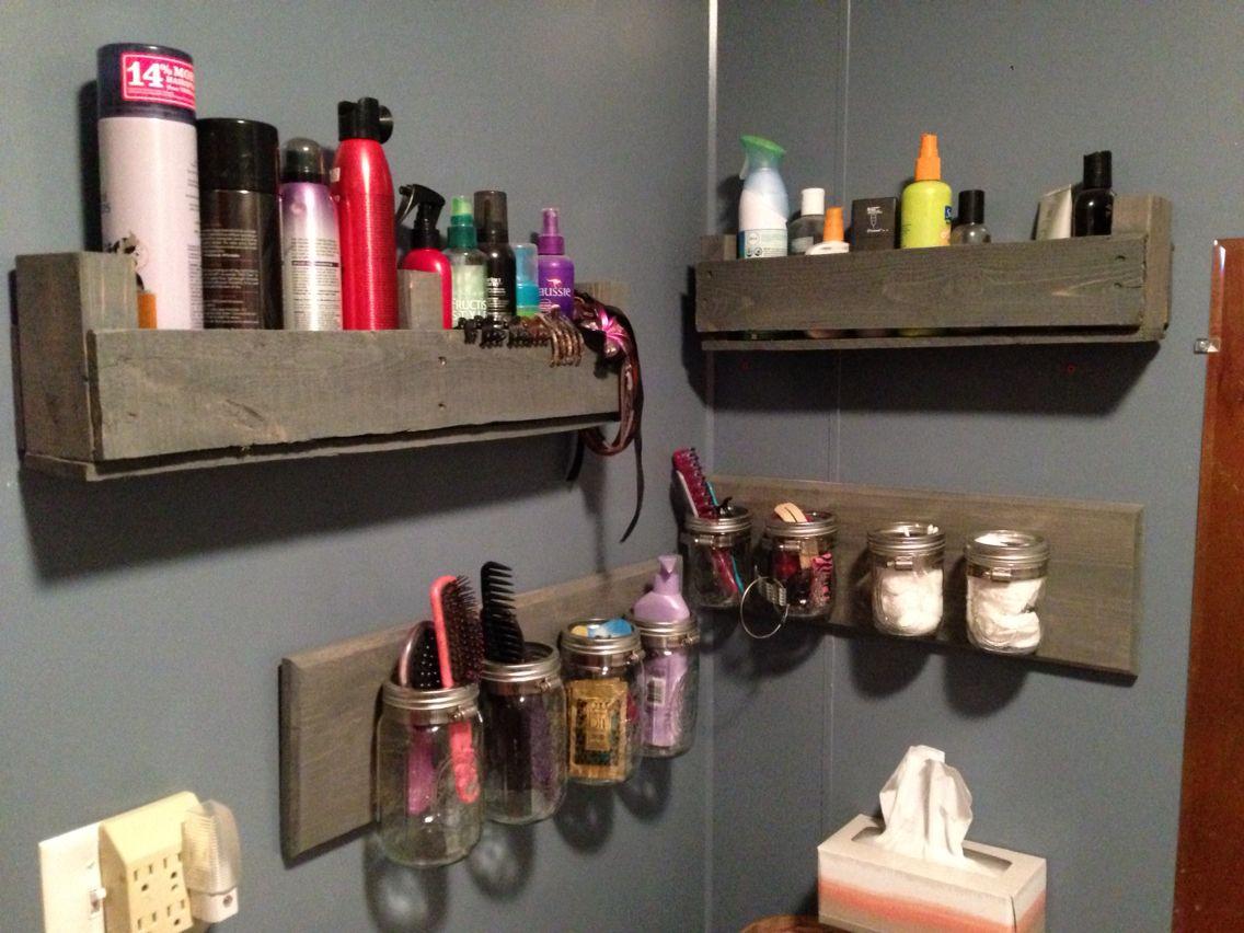 Bathroom pallet shelves