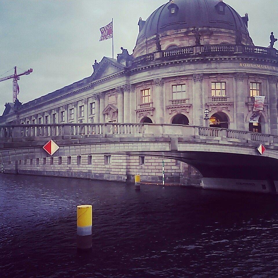 해가 유난히도 짧은 겨울 베를린을 즐기는 방법은... 나도 밤을 즐길 수 밖에.... #리얼트립베를린 #베를린여행 #독일여행