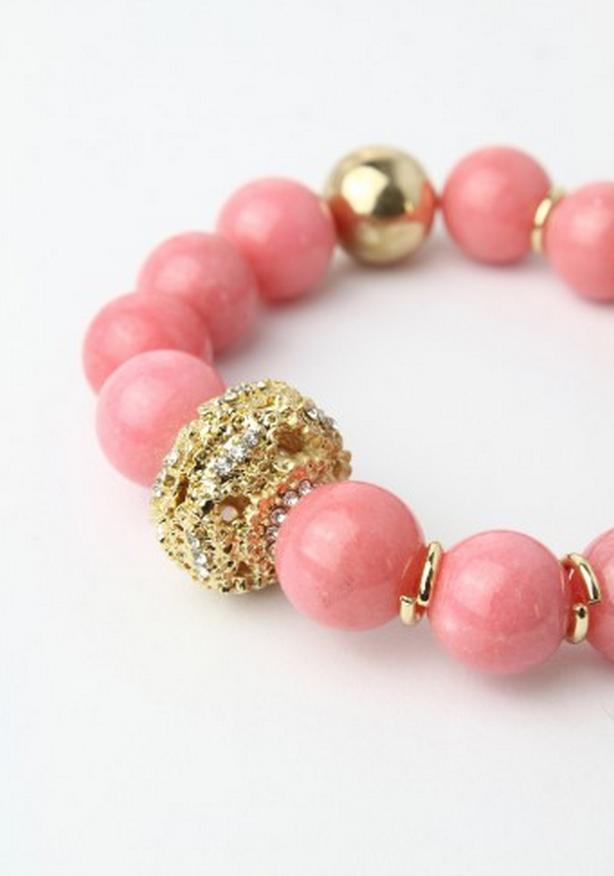 cute beaded bracelet http://rstyle.me/n/ivzuapdpe
