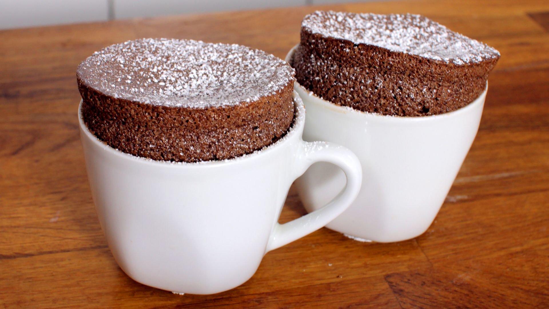 Schokoladen-Soufflé Rezept als Back-Video zum selber machen! Ganz einfach Schritt für Schritt erklärt!