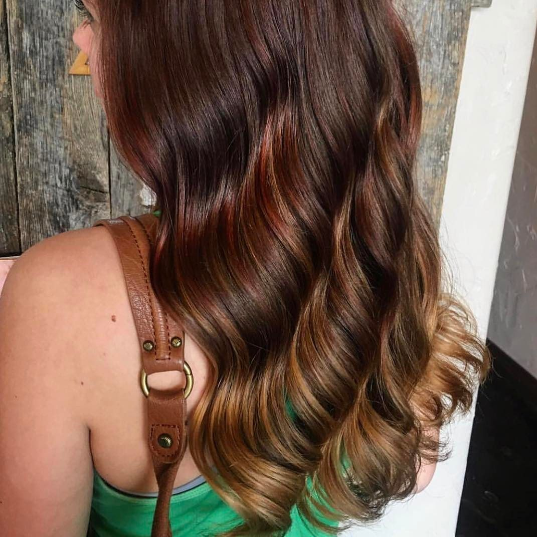 Want perfect #waves like this? Our exclusive wave #iron creates long-lasting soft bouncy waves while reducing #frizz because nobody likes frizz. Hair by @jessicakemper_! TAG #usmooth to be featured on our account!