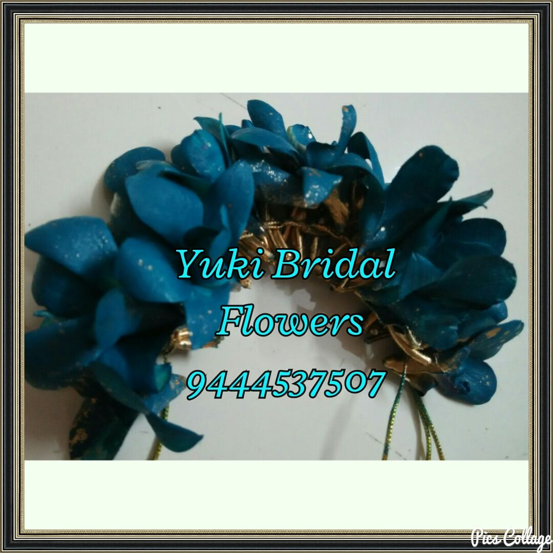 Veni or gajra made with bright blue flowers indianbrides poola