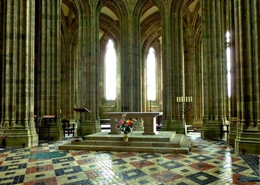 Abbey interior mont saint michel airshipping pinterest for Mont saint michel interieur
