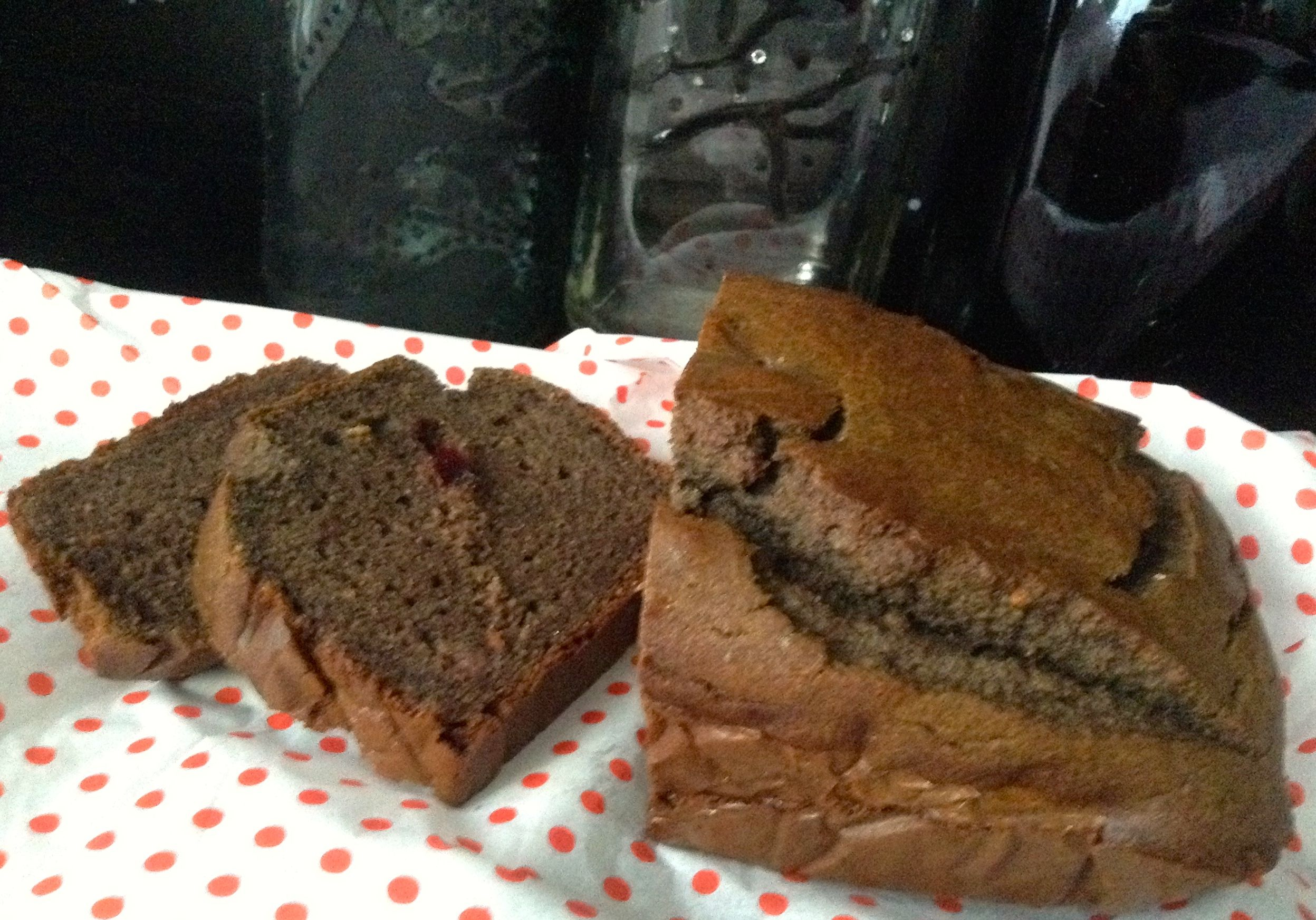 Banana Bread with peanut butter and black rice flour, chia and linhaça seems, cramberries. Soft and delicious!