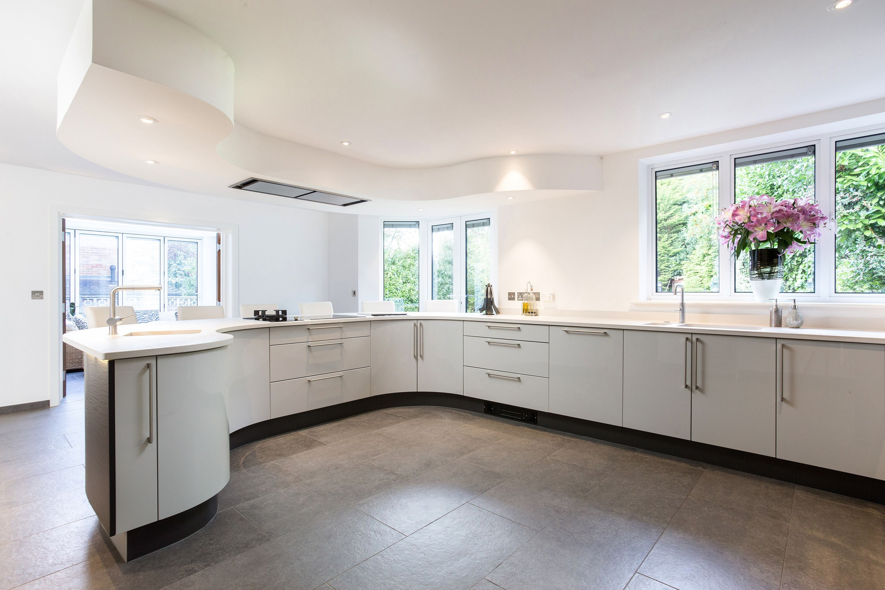 Best Beautiful Metris Curved Kitchen With Gloss Dove Grey Units 400 x 300